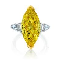 10.02 carat Fancy Vivid Yellow VS2