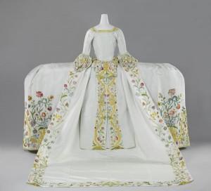 De bruidsjapon van Helena Slicher (1737-1776) die ze volgens overlevering droeg bij haar huwelijk op 4 september 1759 met Aelbrecht baron van Slingelandt
