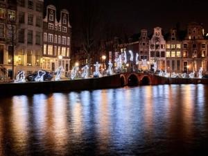 Run Beyond, Angelo Bonello, een van de hoogtepunten van de vierde editie van Amsterdam Light Festival (foto: Frank Karssing)