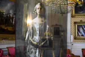 Marie Cécile Thijs - Girl in the Silver Dress. Foto: Isidoor van Esch.